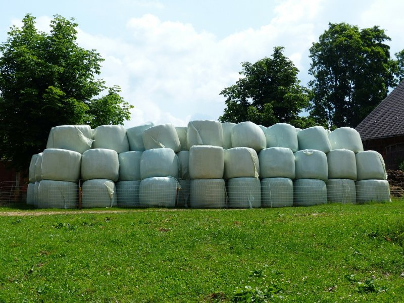 upload/newsy/3007/hay-bales-167538-1280_medium.jpg